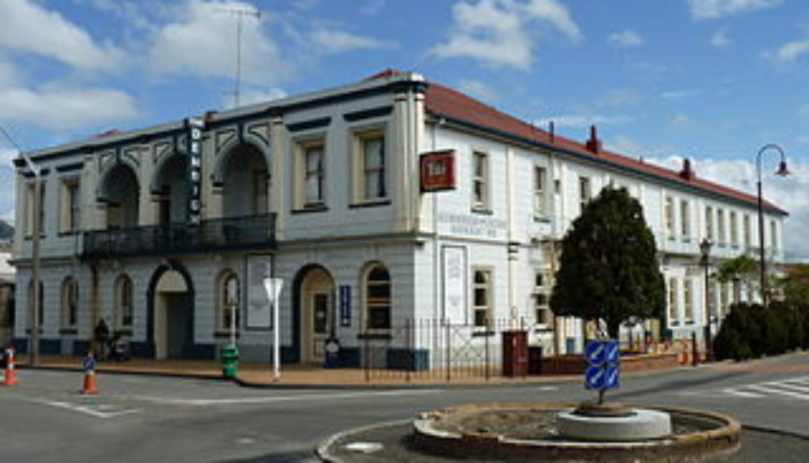 Denbigh_Hotel,_Feilding,_New_Zealand_27